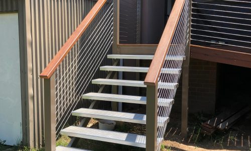 Stairs with stair stringers